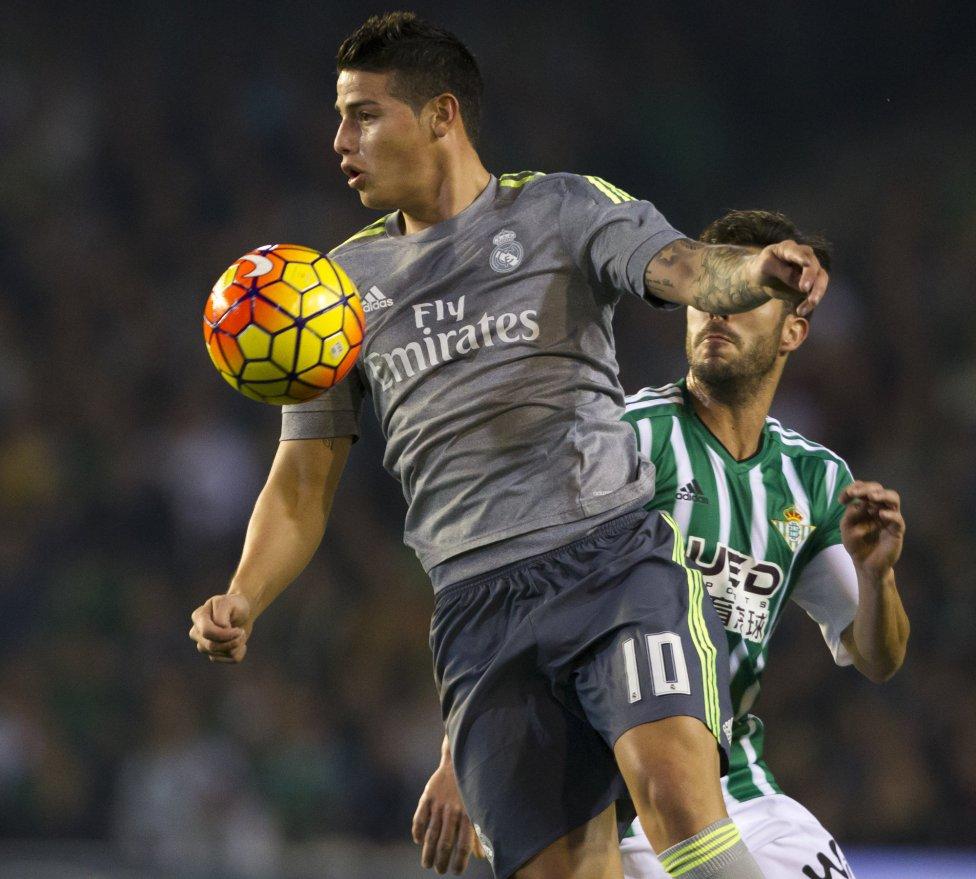Ante Betis, el volante de la Selección Colombia volvió a la titularidad del Real Madrid después de casi un mes.